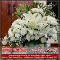 karangan bunga meja mawar putih di bekasi