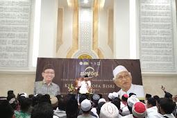"""Menjawab Pertanyaan """"Kita Hidup Ini untuk Apa?"""" ala Gus Mus di Masjid Ulul Azmi Unair"""