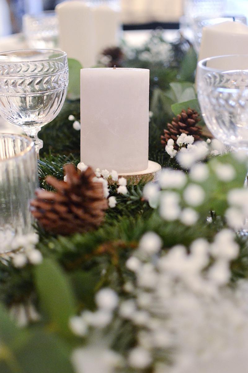 bougie blanche ikéa et dessous de verre rondin de bois casa