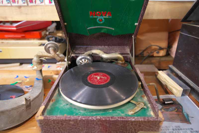 record player, crank, vinyl album