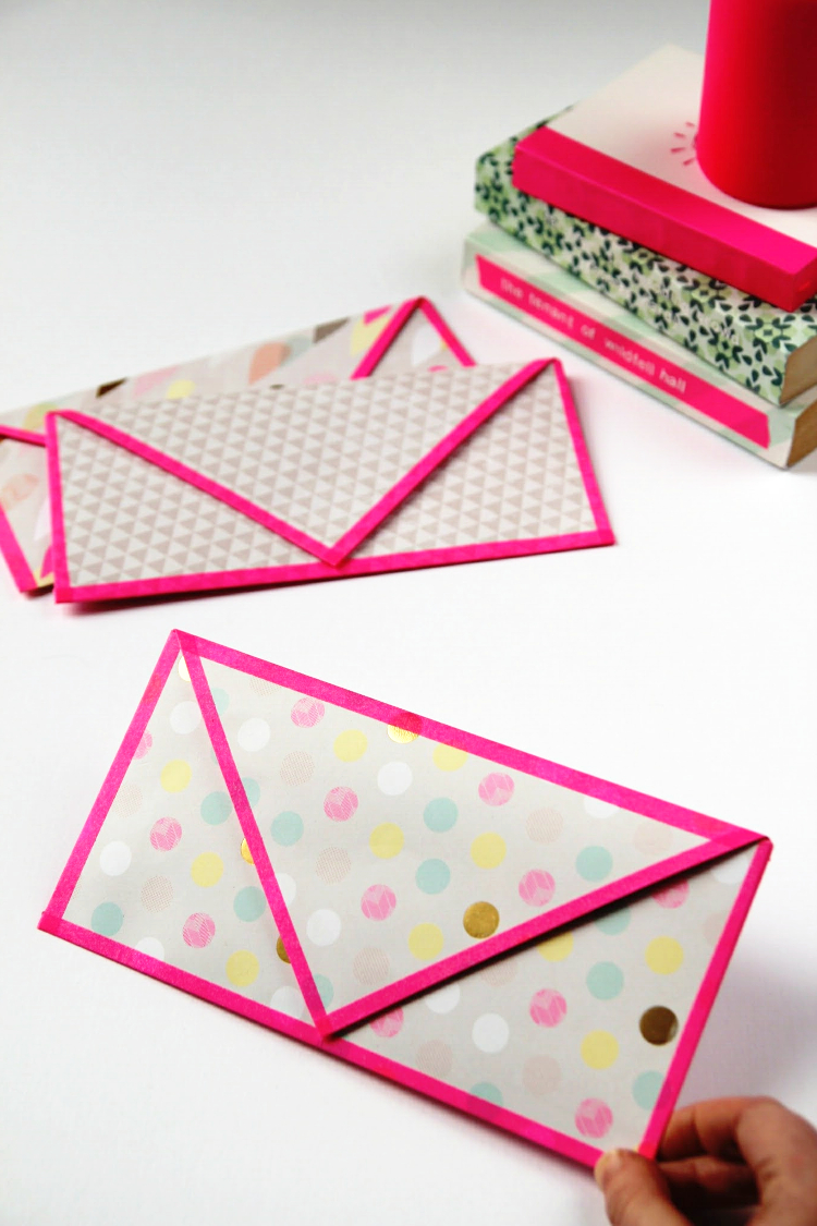 MAKE IT MONDAYDIY FOLDED ENVELOPES WITH WASHI TAPE TRIM