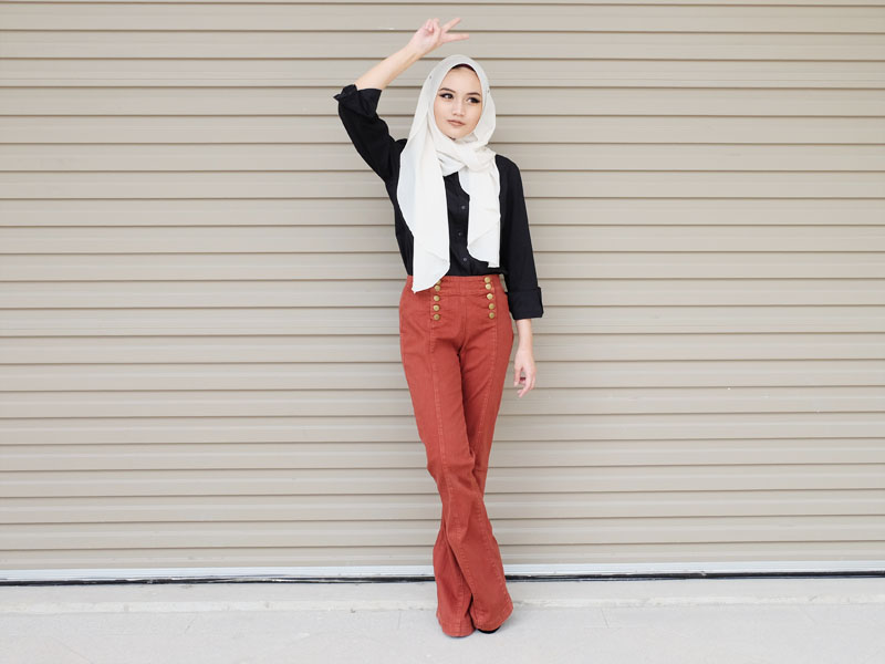 1970s-inspired hijab fashion outfit from Hey Bash Brunei