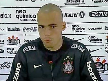 Ex Goleiro Do Corinthians Vira Vendedor De Lanches Na Praia