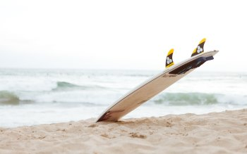 Wallpaper: Surf Board on the Beach