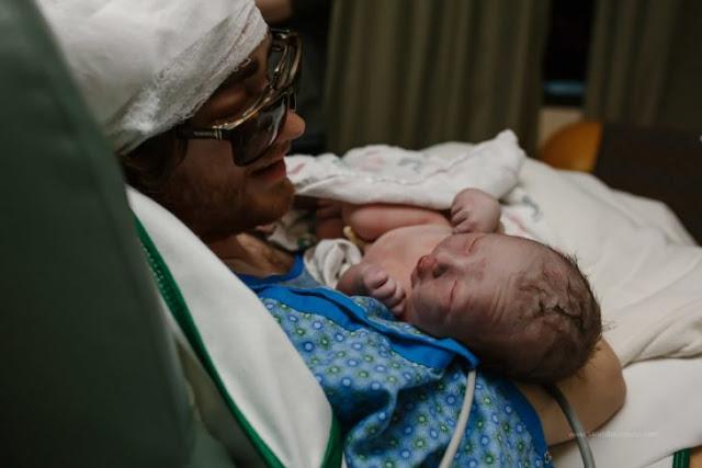 Padre con cáncer terminal asiste al nacimiento de su hija