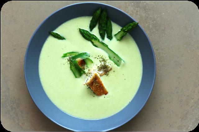 Warme Vichyssoise mit grünem Spargel, Anismyrte und Zander | Eine Suppe in vier Akten oder: So geht Spargel, Teil 4