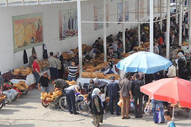 Ouzbékistan, Andijan, marché Eski, pain, © L. Gigout, 2012