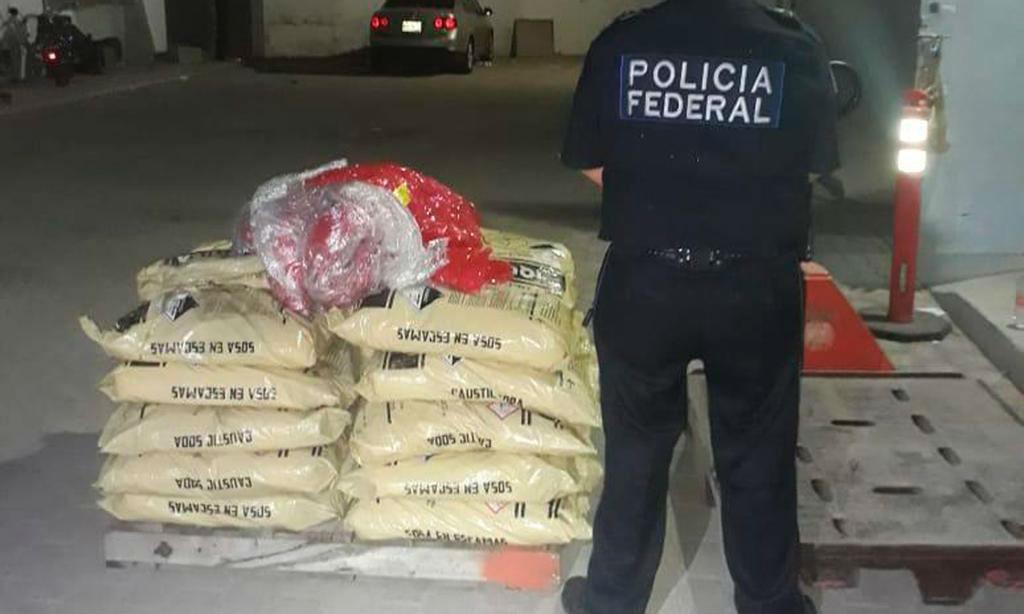 Decomisan 328 kilos de drogas y 200 litros de metanfetamina líquida en Ensenada y Tijuana