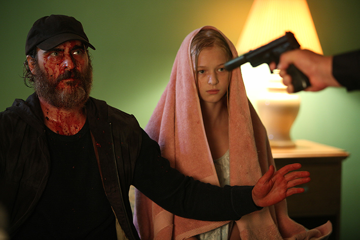 Filme 'Você Nunca Esteve Realmente Aqui': diretora de 'Precisamos Falar Sobre o Kevin' em retorno brutal, repleto de sangue e perturbações psicológicas | Cinema