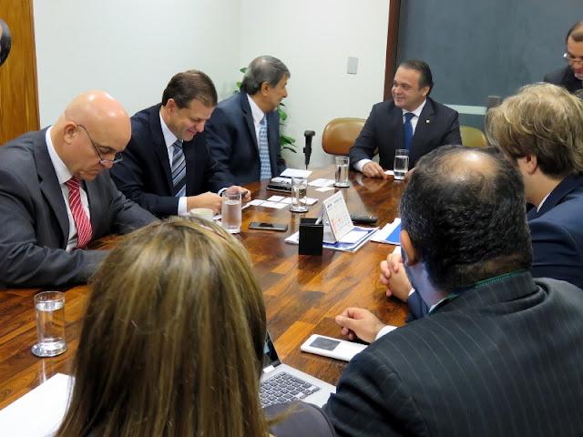 Embaixadores, ACNUR, ANAJURE e parlamentares discutem medidas para acolher refugiados no Brasil
