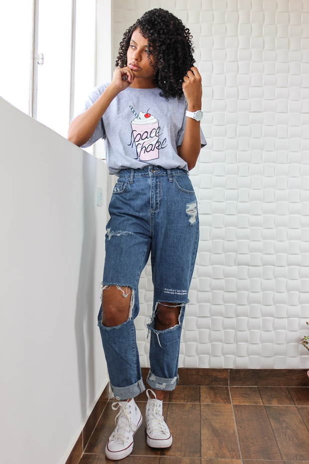 Calça mom jeans com t-shirt, Amiclubwear, how to use mom jeans, calça vintage mom jeans, look retrô, look vintage, vintage look, retro look, como usar mom jeans