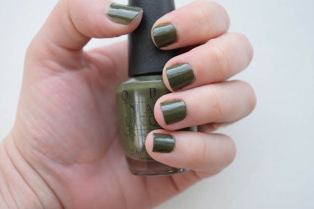 a picture of OPI Nail Lacquer in Suzi - The First Lady of Nails (swatch)