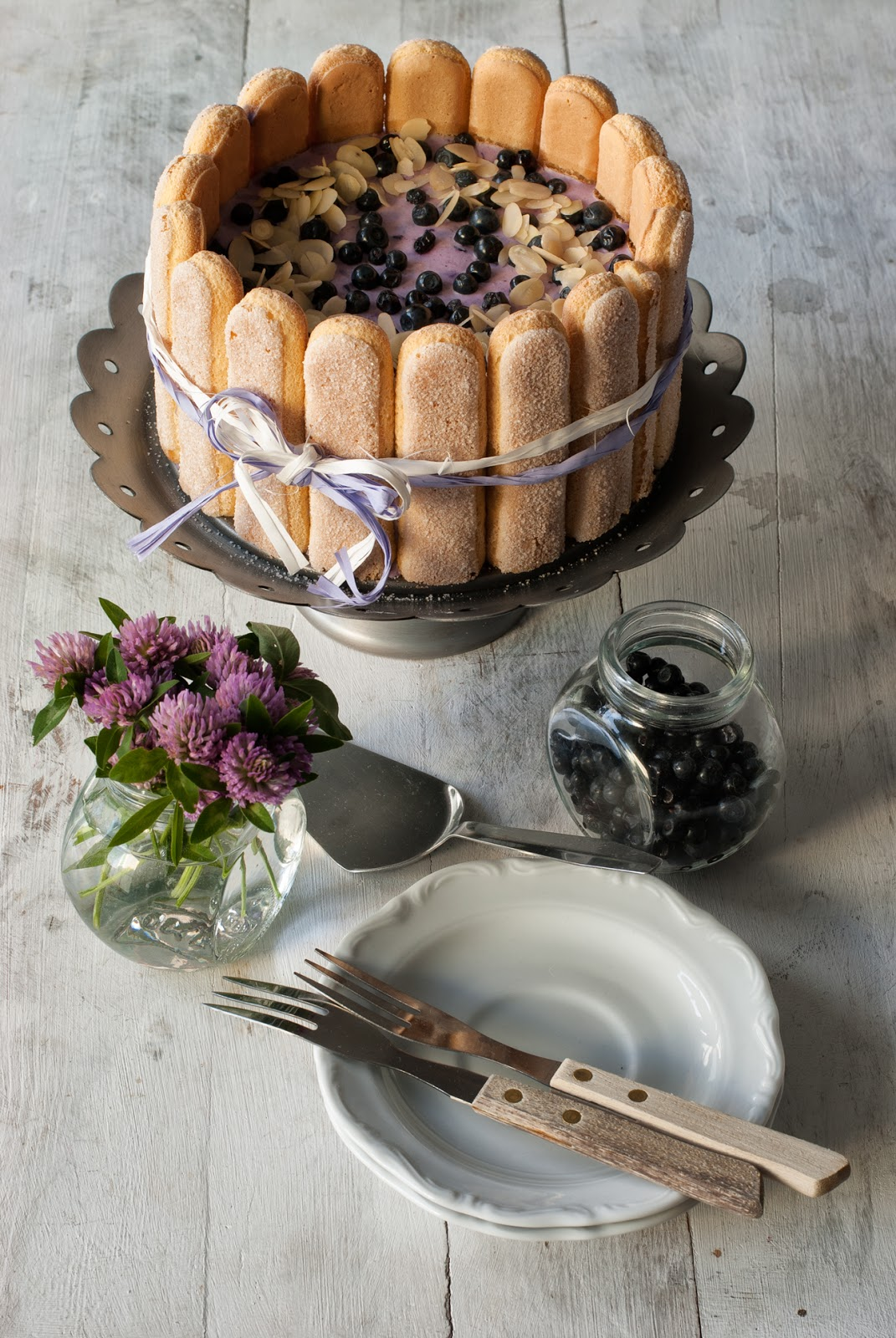 Charlotte owocowy tort na zimno z biszkoptami