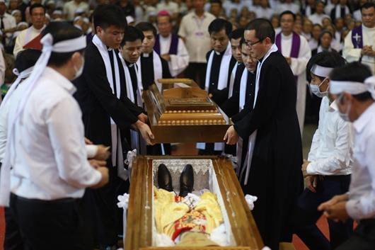Ngày thứ Ba: Kính viếng và cầu nguyện cho Đức cha Phanxicô Xaviê Nguyễn Văn Sang - Ảnh minh hoạ 62