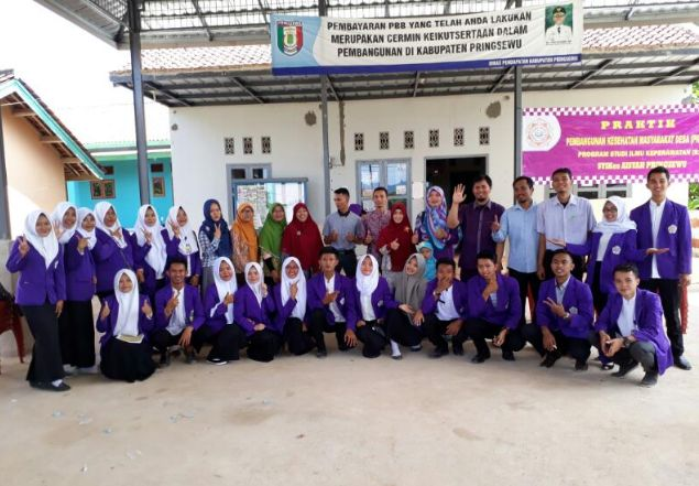 Nampak Kegembiraan dari wajah wajah Mahasiswa Semester 8 Program Studi Ilmu Keperawatan STIKes Aisyah Pringsewu yang melaksanakan Kegiatan Praktik Pengabdian Kepada Masyarakat Desa di Desa Ambarawa Timur. stapbaak