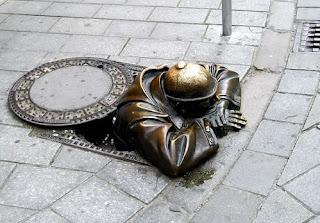 памятник в Братиславе Словакия