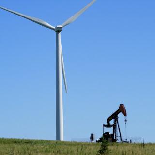 Comment comparer une production éolienne ou solaire à des chiffres sur le pétrole ou le charbon ?