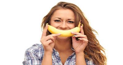Blanquear los dientes naturalmente en casa con la cáscara de banana