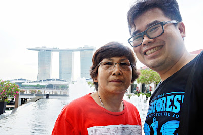 Traveling with mom di Singapura