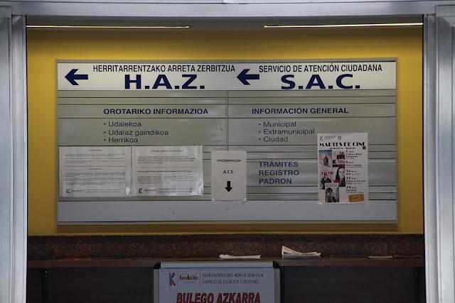 Panel informativo en el servicio de atención al ciudadano