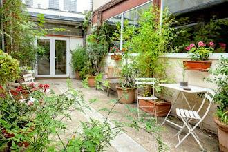 Paris : 145 rue de Belleville, une cour industrielle typique du vieux Belleville - XIXème