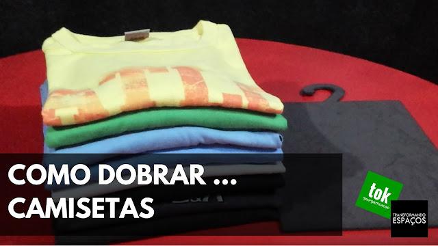 Como dobrar camisetas com a ajuda de um gabarito
