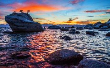 Wallpaper: Bonsai Rock Sunset at Lake Tahoe