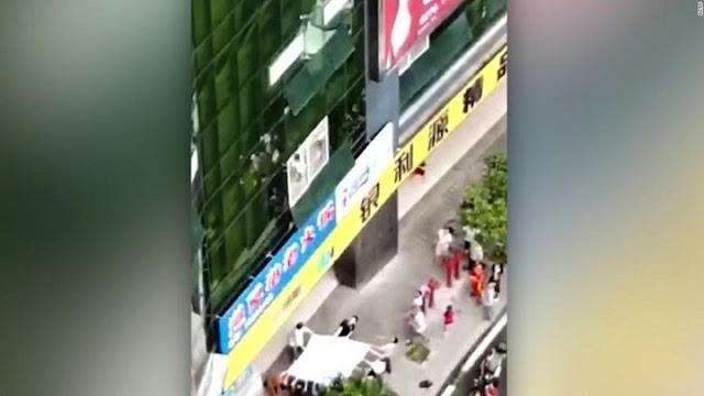 7χρονος έπεσε από τον 4ο όροφο και σώθηκε από… ένα σεντόνι (βίντεο)