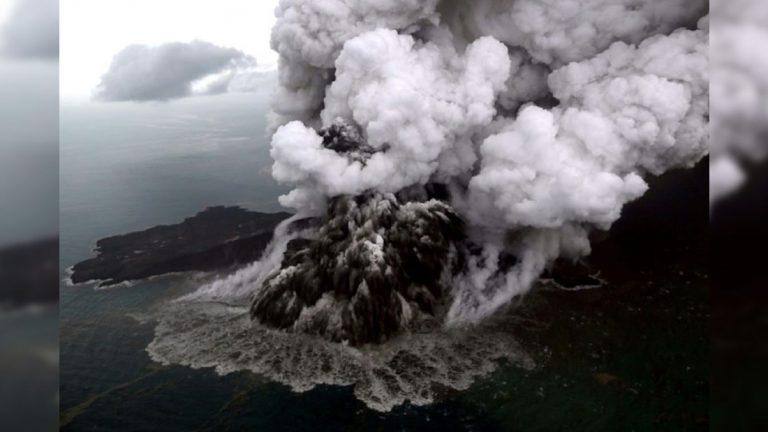 Το ηφαίστειο που προκάλεσε το τσουνάμι στην Ινδονησία έχασε τα δύο τρίτα του ύψους του