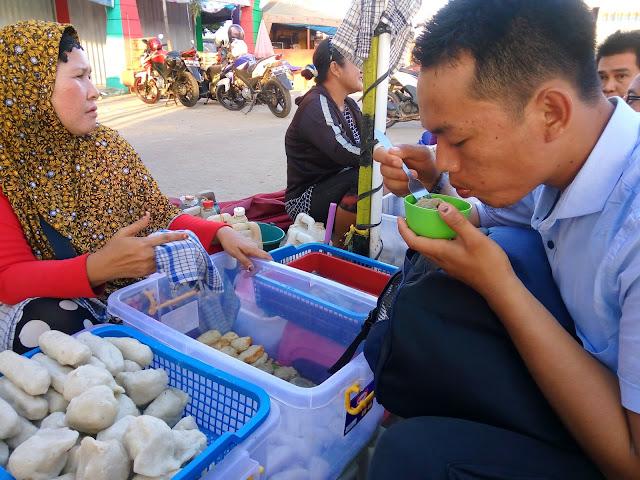 Jajan pempek enak murah meriah di pedangan kaki lima di Palembang