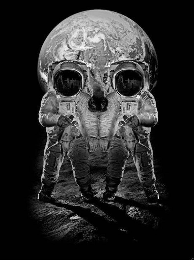 Astronauts Skull Reflection : Pictures Images Photos
