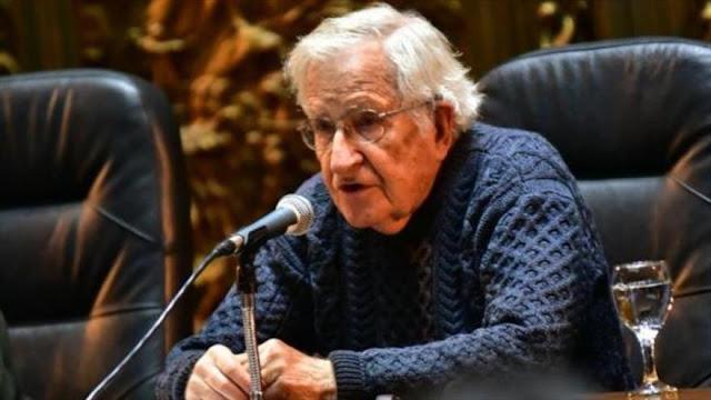 "Chomsky: Neoliberales intentan ""robar la riqueza"" de Latinoamérica"