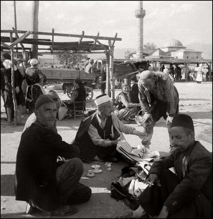 Рынок в крымскотатарском поселке, 1943 год