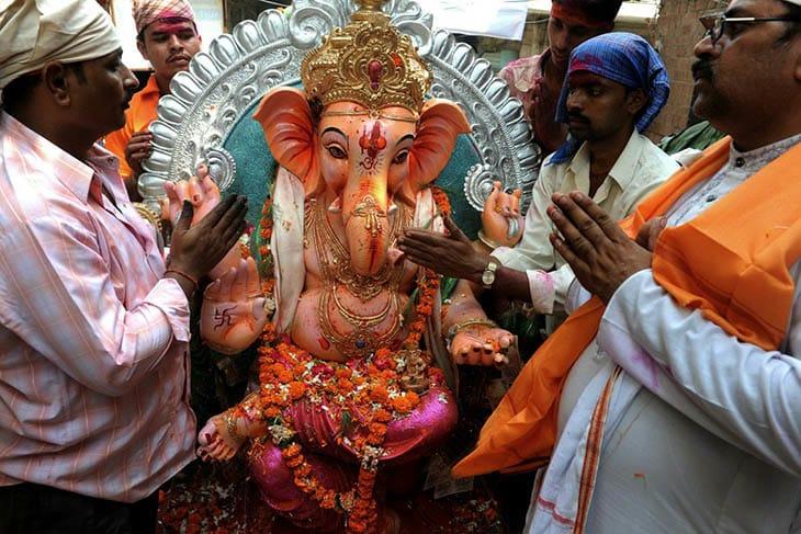 A, hinduizm, Hinduizm ve Putperestlik, Hinduizm'de putlara tapınmak, putperestlik, Putlara ibadet tarihi, Put ibadetinin Vedik geleneği, Puta tapınmanın evrimi,