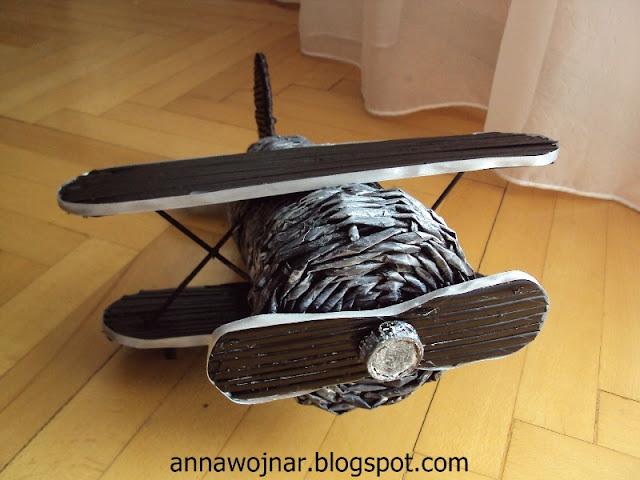 Samolot, chociaż lepszy byłby odkurzacz :)