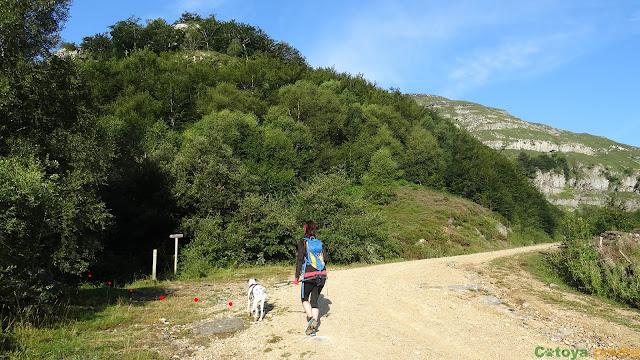 Inicio de la ruta circular a Castro Valnera