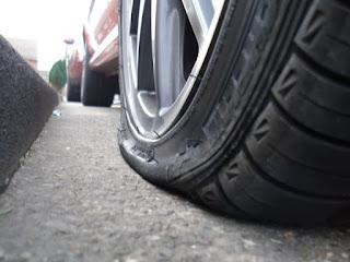 Selesaikan Masalah Tayar Pancit Anda Dengan KRONOS FLATNOMORE Tyre Sealant & Inflator