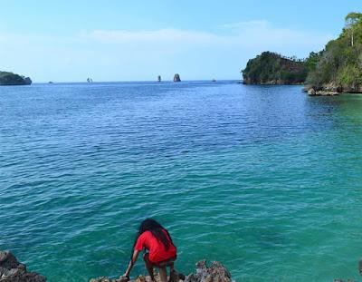 Wisata Pantai Tiga Warna yang menakjubkan