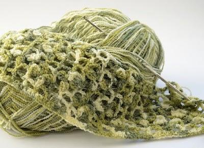 Uniendo dos hilos de lana nudo invisible