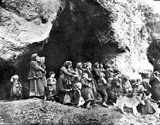 κρυμμένα Γυναικόπαιδα, σε σπηλιά περιοχή Νιγρίτας, το ετος 1912