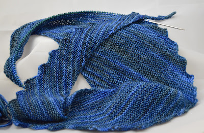 hitchhiker scarf hand knit http://www.ravelry.com/projects/jeanniegrayknits/hitchhiker