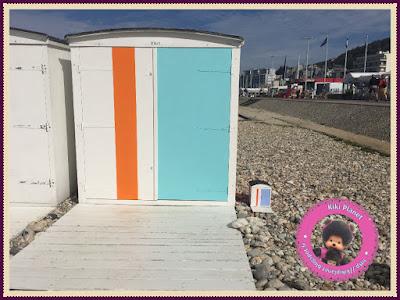 Bubbles et Diana les Moncchichi dans une cabane de plage à Le Havre