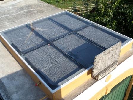 Coletor solar com armazenamento de calor
