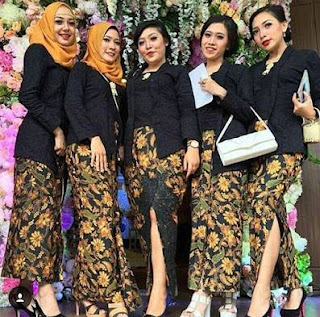 Model Kebaya Kutu Baru Rok Batik Panjang