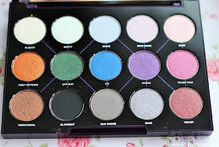 Review: Urban Decay - Distortion Eye Shadow Palette - www.annitschkasblog.de