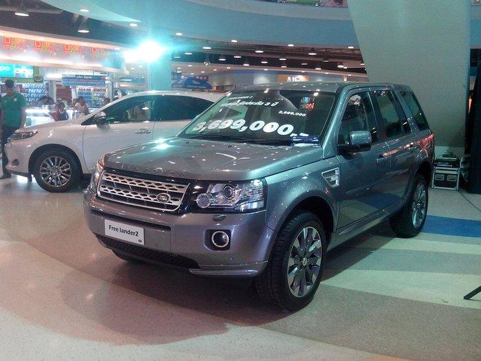 Land Rover серебристого цвета