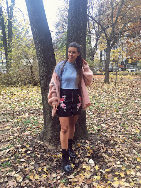 http://highheelpoodl.blogspot.rs/2017/11/floral-patched-faux-leather-skirt-zaful.html