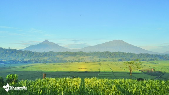Keindahan Gunung Merapi & Merbabu