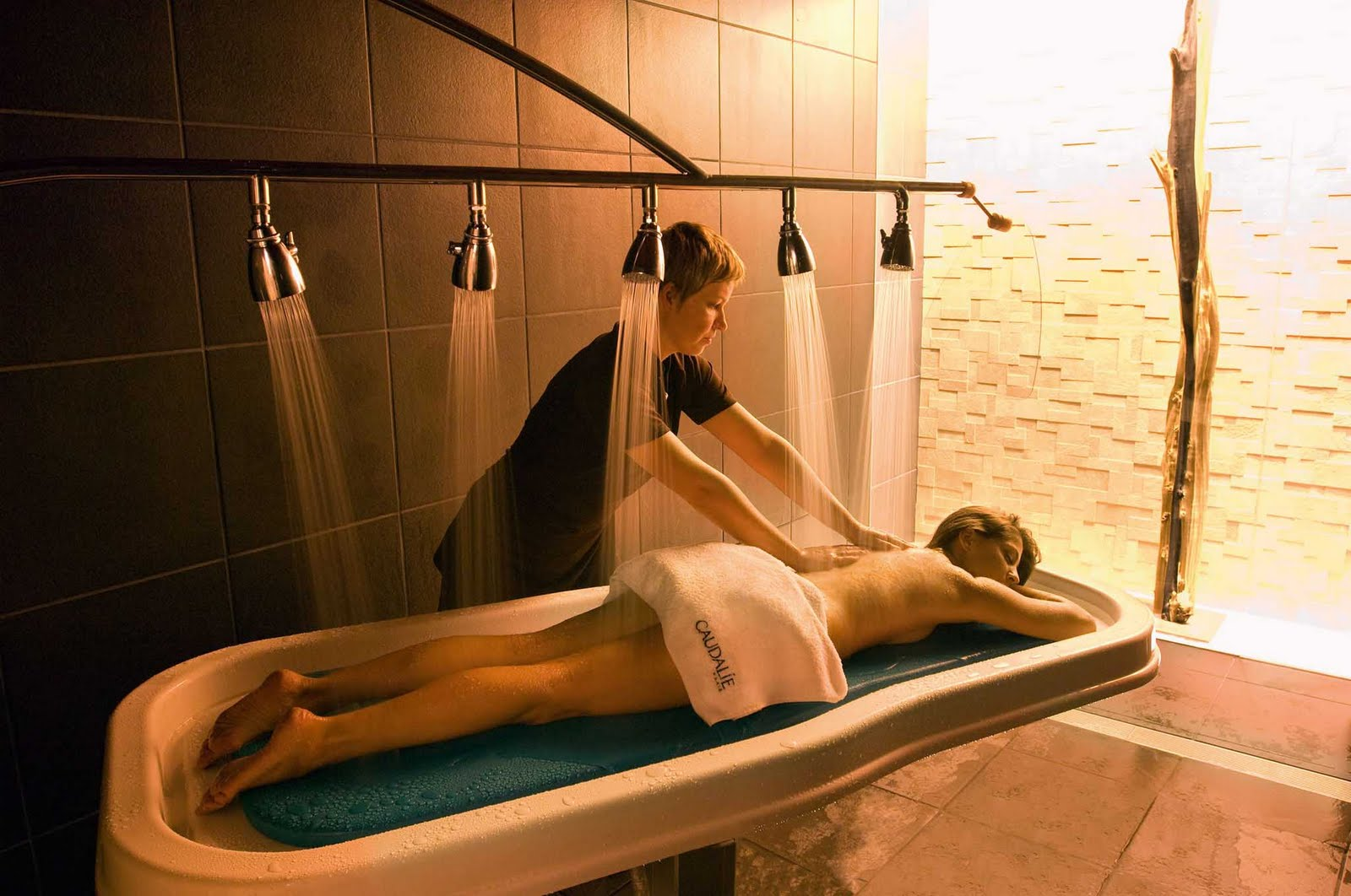 Nude spa vichy shower treatment