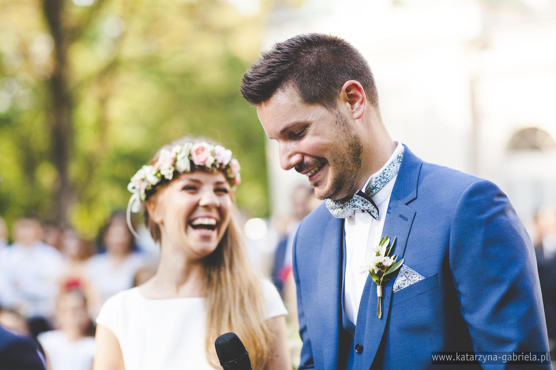 Polsko francuski ślub, Para Młoda, romantyczny ślub w ogrodzie, Śluby międzynarodowe, Polsko Francuskie wesele, Ślub Cywilny w plenerze, Ślub w stylu francuskim, Romantyczny ślub, Wesele w Pałacu Goetz, Blog o ślubach, Najpiękniejsze śluby w Polsce